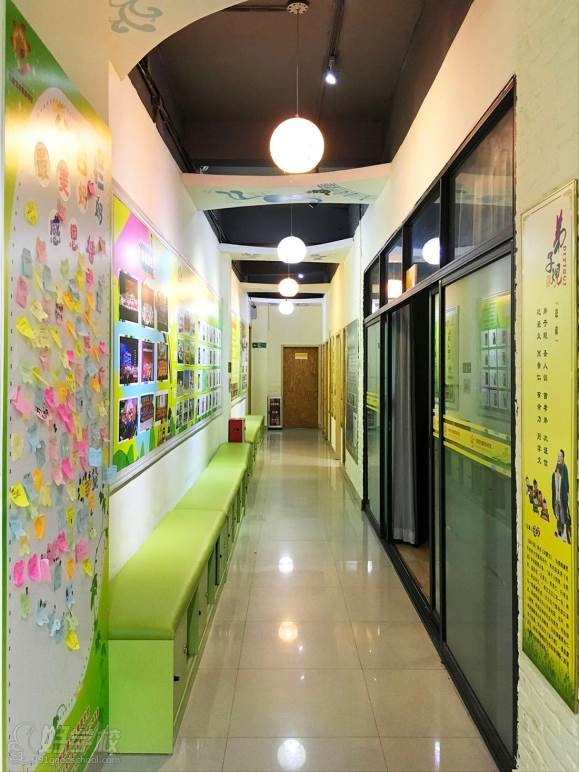 广州红棉艺校  教学走廊