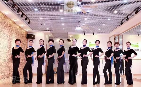 广州亚美瑜伽导师培训学院  学员风采
