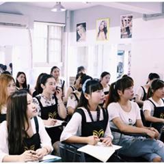 长沙玲丽化妆培训时尚彩妆造型班