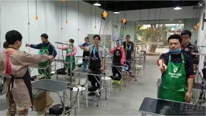 广州贵宾之家宠物美容培训学校 上课现场
