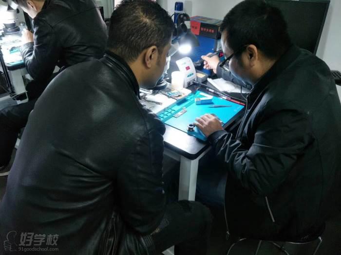 广州培众电脑手机维修学校教学实景