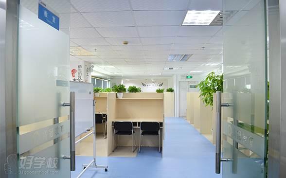 教室大门与教室环境