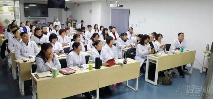 国耀中医学堂教学现场