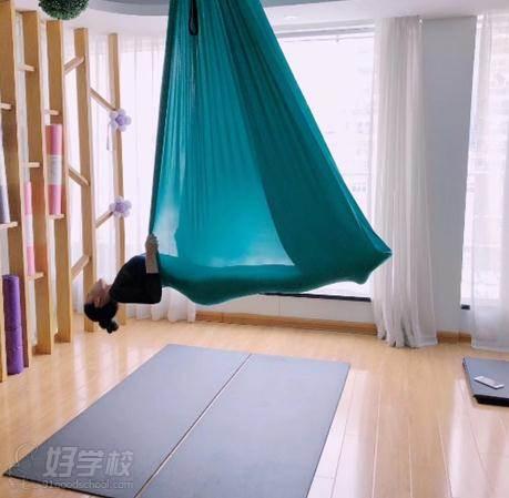 空中瑜伽教学情境