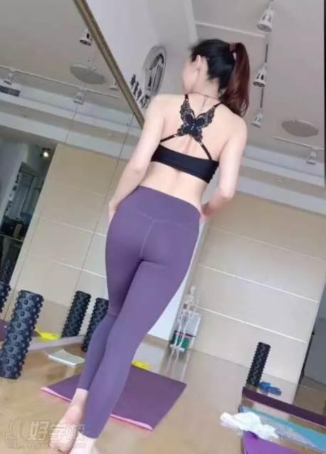 广州瑜曼伊人瑜伽培训中心  美臀