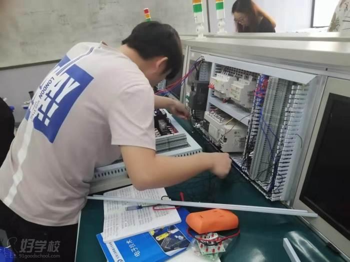 廣東匯邦工業機器人學院  培訓現場