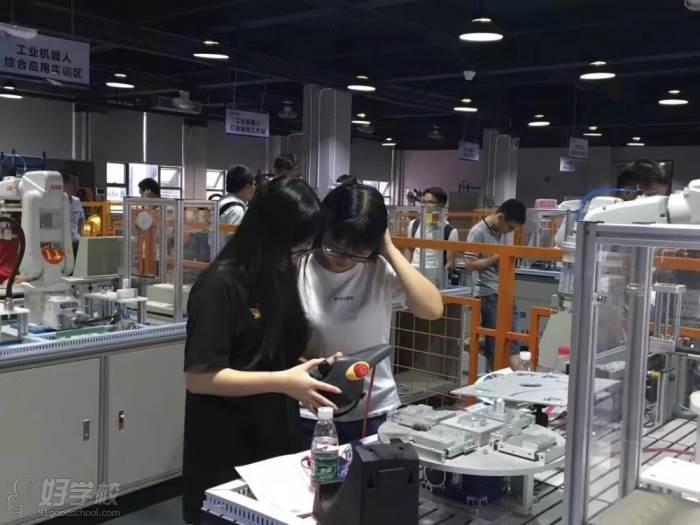 廣東匯邦工業機器人學院  上課實況