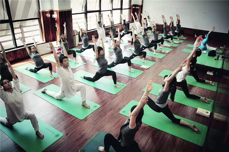 北京瑜伽学校_悠季瑜伽教练培训学院-好学校