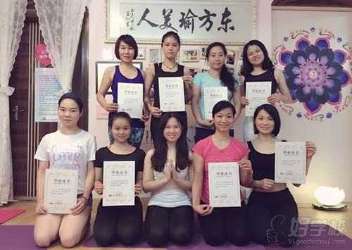 佛山花懿教材馆是的日常学员v教材小学过程瑜伽瑜伽北师大版图片