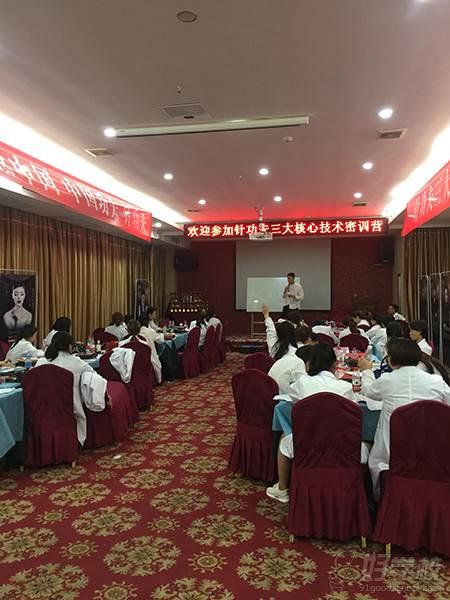 广州卡莫亚纹绣教育培训机构  技术密训营教学现场