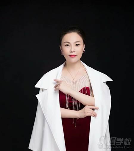 杭州图雅化妆美甲纹绣学校  张老师