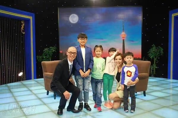 两个黄鹂学员参与录制央视《对话新时代》