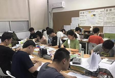 广州大题小做设计考研培训机构  教学现场