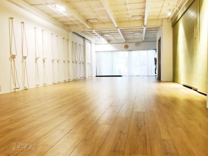 上海無陌瑜伽教培中心  专业教室环境