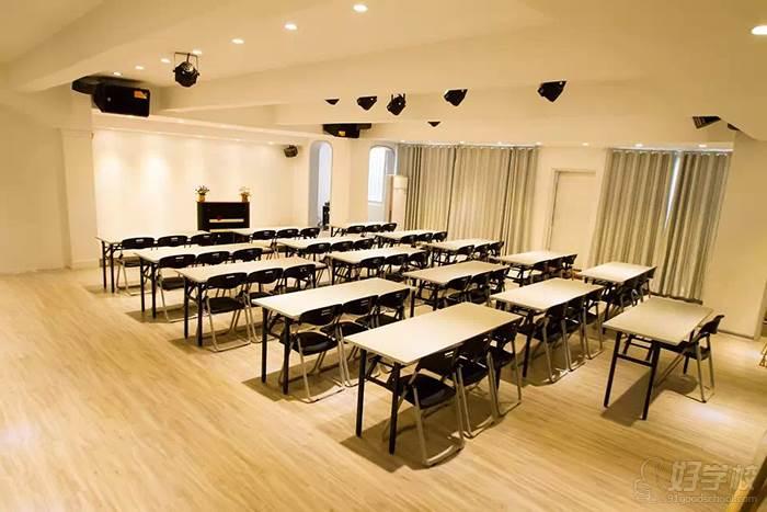 九彩美人化妝學校 教室環境