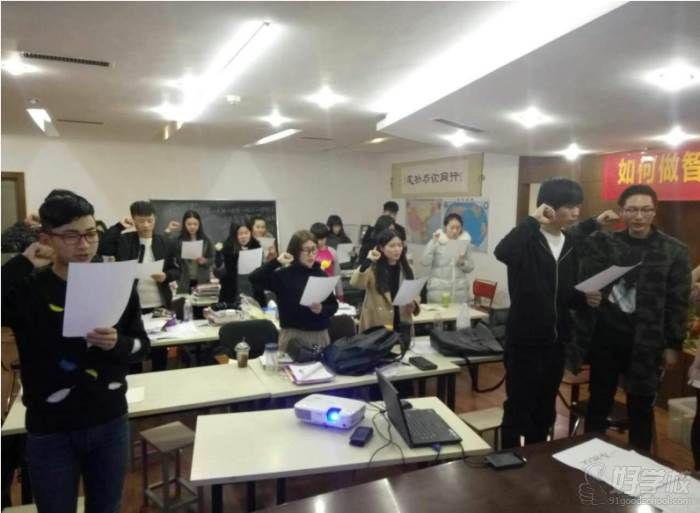 郑州铮铮教育 学校生活 开课集训班收心班会