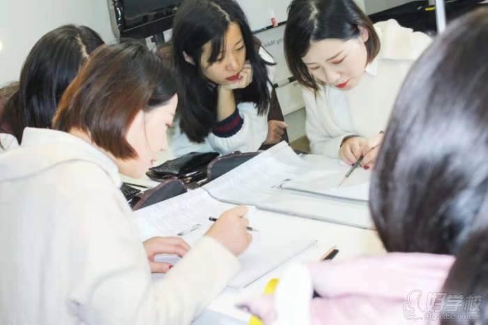 北京弗萊茵化妝培訓學校  紙上畫眉講解