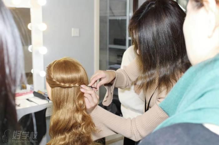 北京弗萊茵化妝培訓學校  編發內容教學