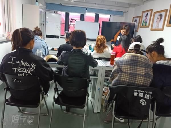 寧波寬彩化妝培訓學校 專業講解