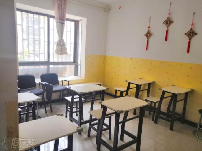 昆明兴龙日韩泰语教育  教室环境