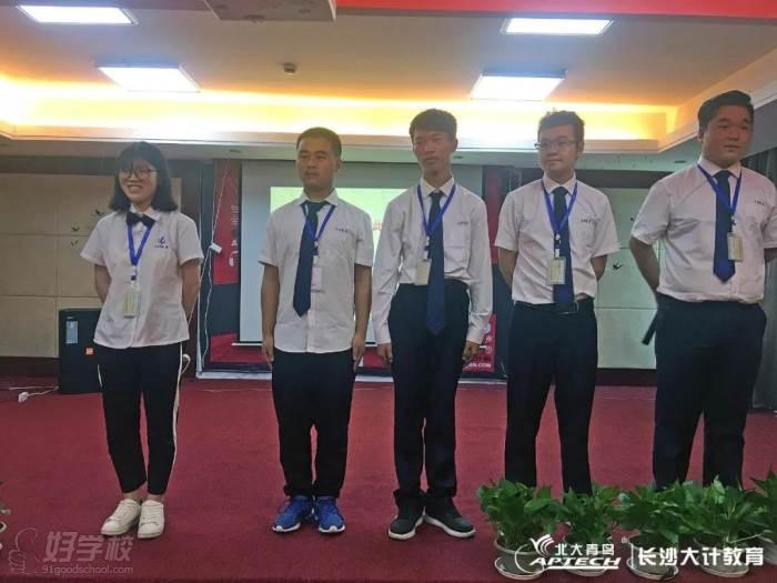 北大青鸟长沙大计校区演讲比赛学员风采