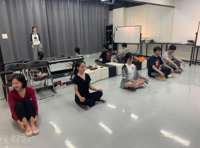 深圳拥有桃传媒文皓艺术培训中心  专业锻炼即兴场