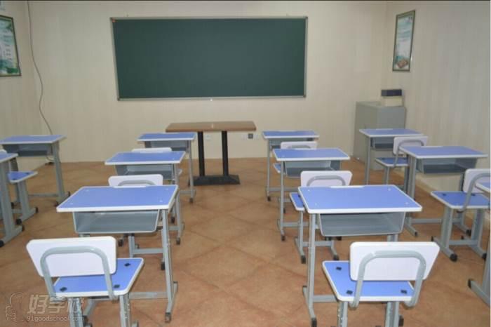 白石桥走读校区小班制课室环境
