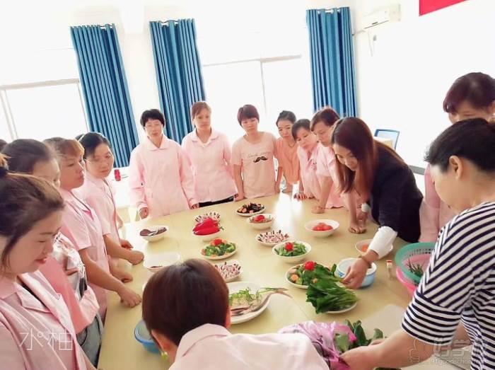 衡陽福寶母嬰護理培訓中心  營養月子餐制作現場