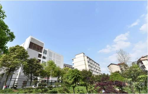 湖南医药学院  教学环境