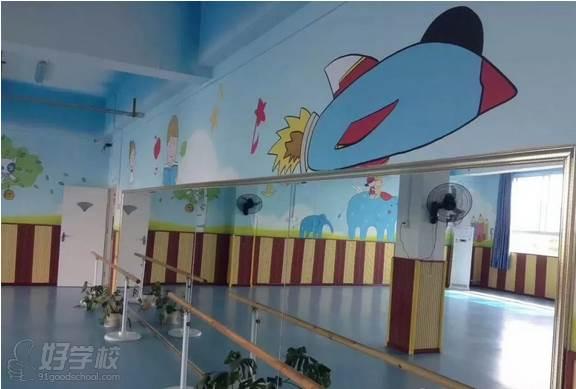 武汉少儿强小儿推拿食疗馆  幼儿学习环境