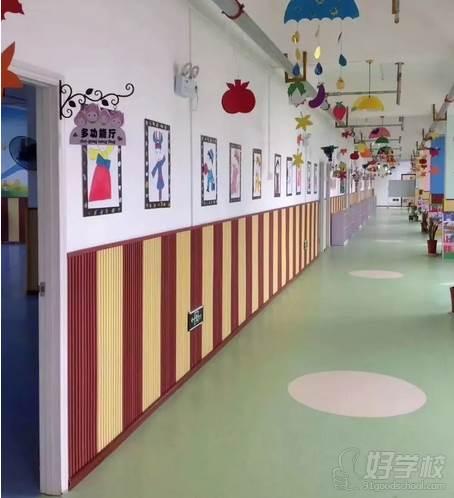 武汉少儿强小儿推拿食疗馆  幼儿园走廊环境