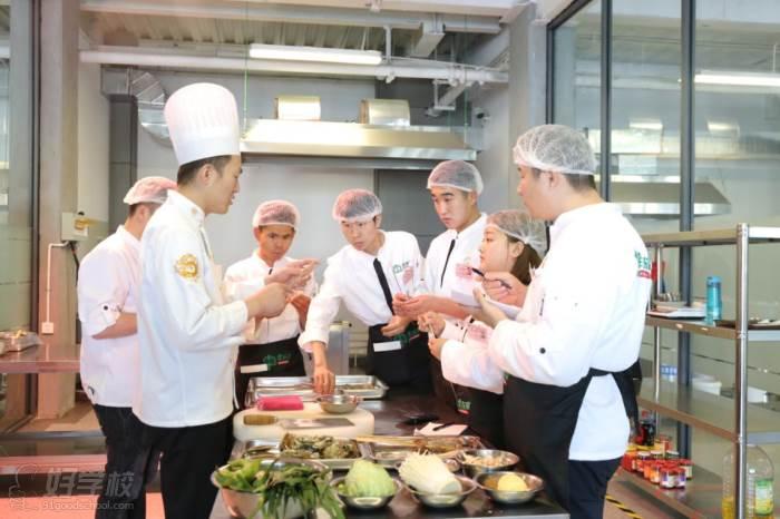 济南牛厨美食技术培训中心  上课现场