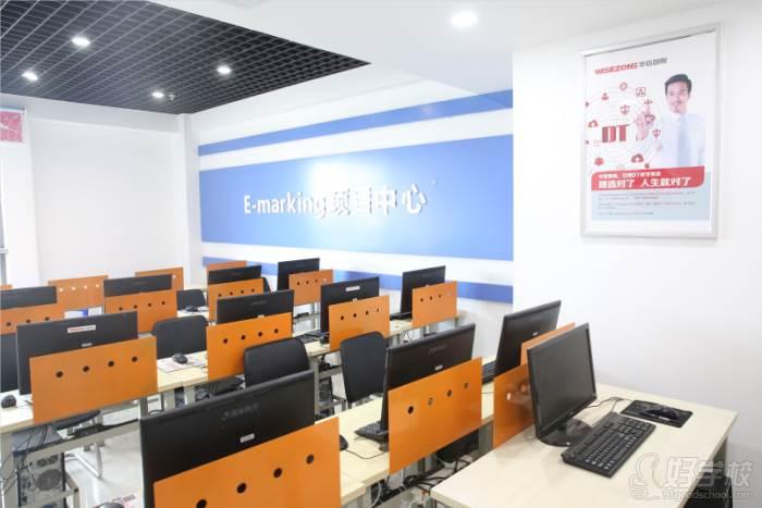 安徽华信智原IT设计学院  专业教室