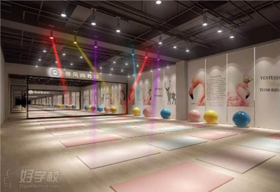 深圳领风尚舞蹈培训连锁机构  专业环境