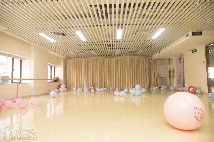 深圳领风尚舞蹈培训连锁机构  教学环境