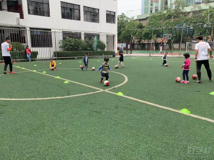 麦菲足球学院  广州天荣校区