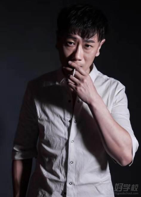 陕西芽色艺术培训中心  王老师
