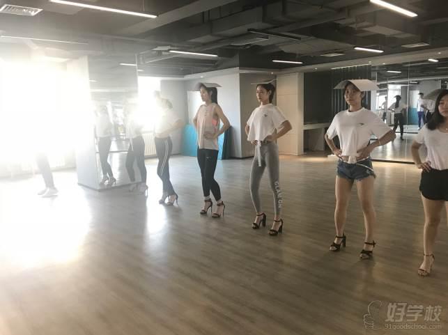 陕西芽色艺术培训中心  综合训练