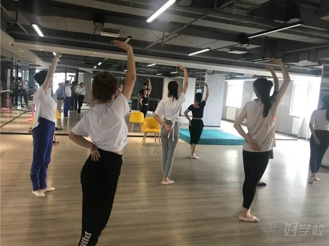 陕西芽色艺术培训中心  形体展示