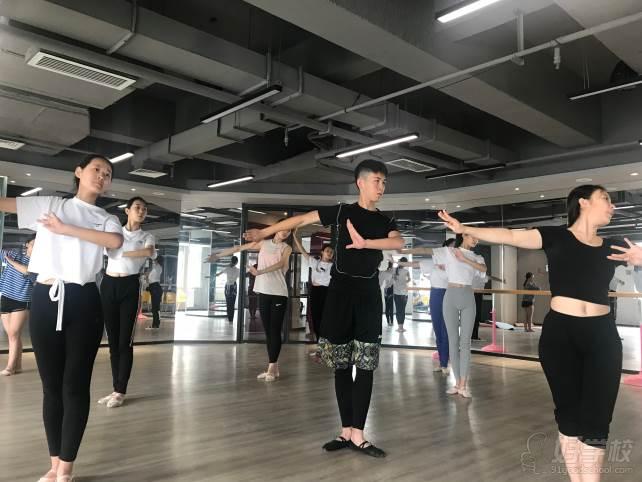 陕西芽色艺术培训中心  训练风采