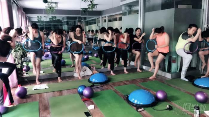 合肥自在鱼yoga瑜伽馆  专业练习