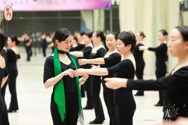 广州女子体态纠正气质提升训练班