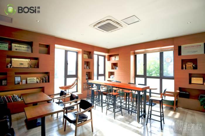 上海博思游戏学校  休息区