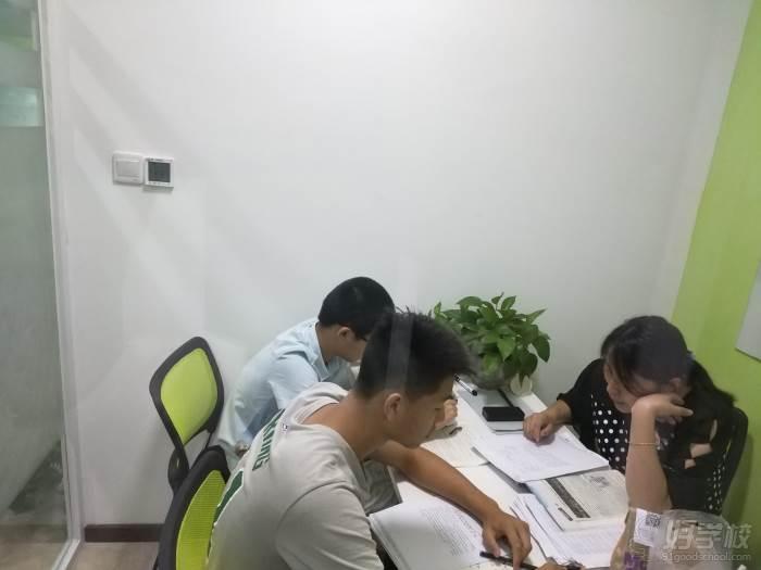 广州思比乐教育 一对二教学现场