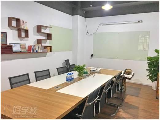 深圳鹤医航教育教学课室