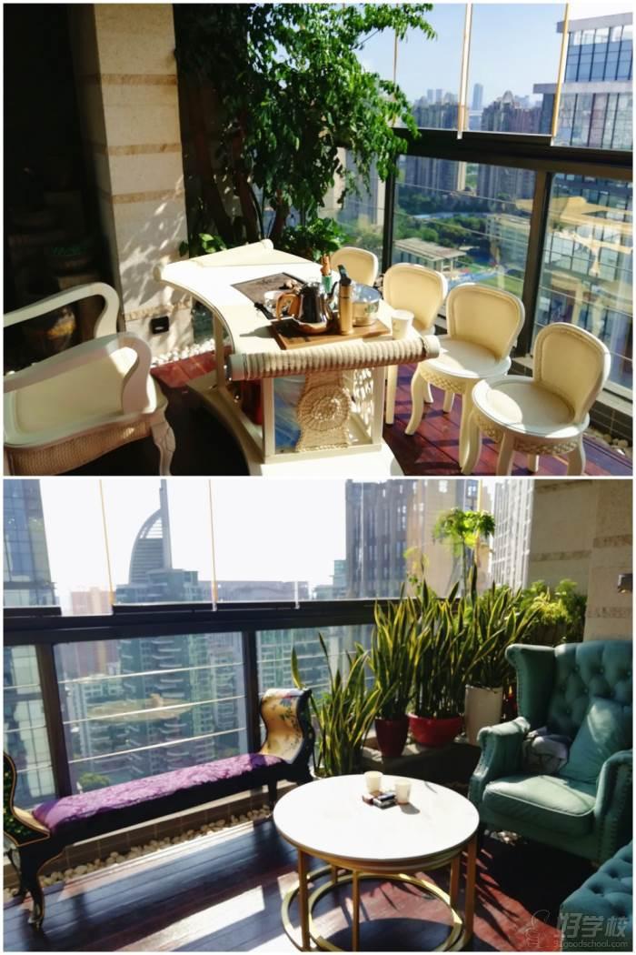 公司户外阳台休息区