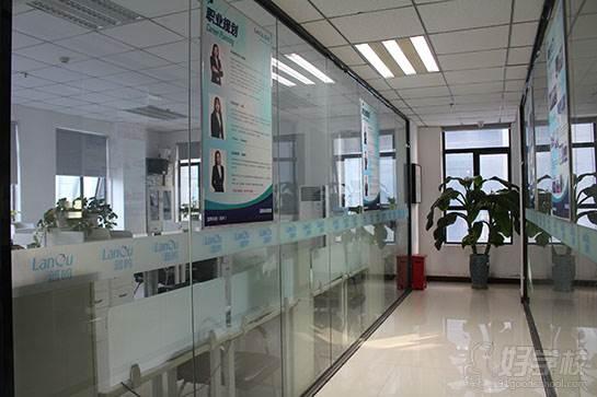 郑州蓝鸥科技培训中心  走廊