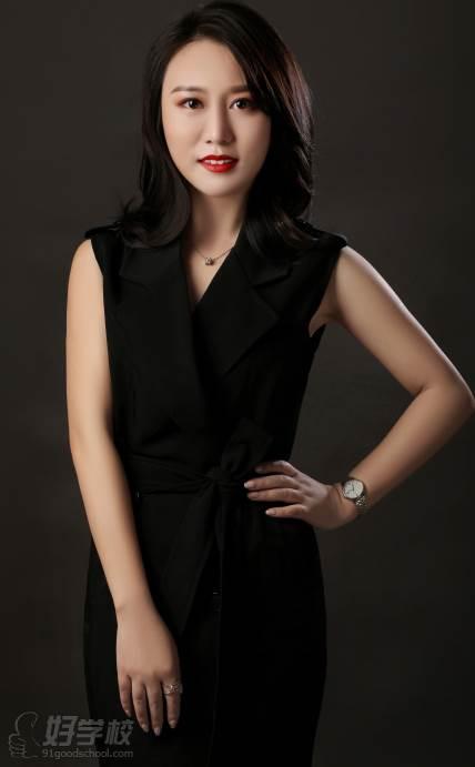 蜜丝卡伦国际美妆学校  周老师