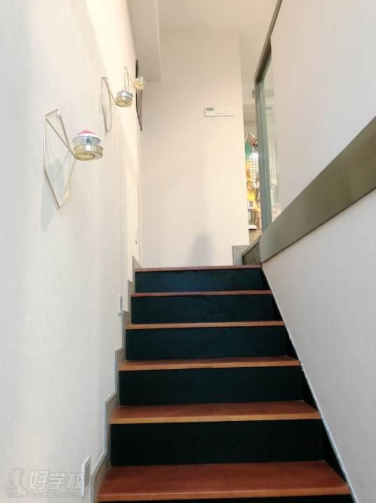 南京愛寵愛·高端寵物烘焙教室  環境展示-樓梯