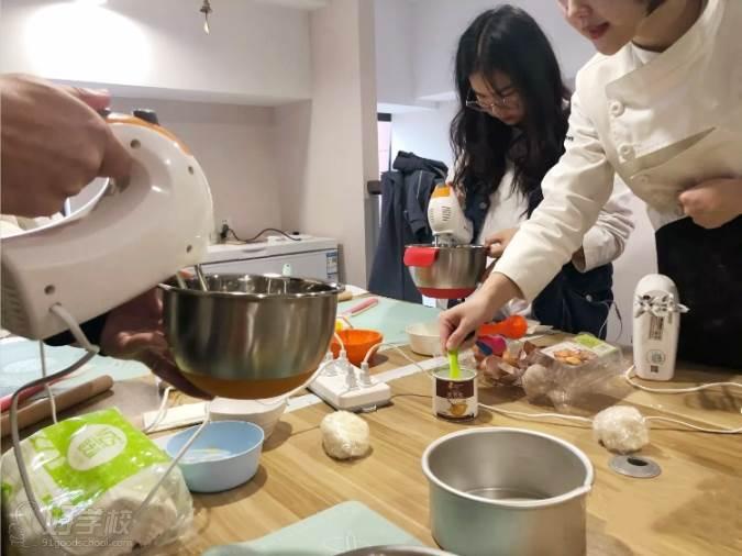 南京愛寵愛·高端寵物烘焙教室  學員專業實操練習